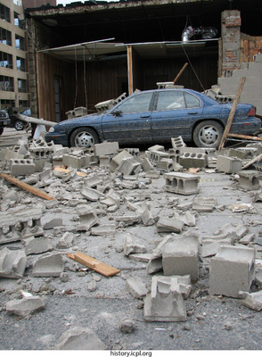 http://history.icpl.org/import/tornado_2006_clin_wb_0003.jpg