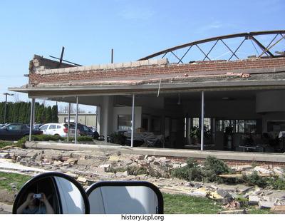 http://history.icpl.org/import/tornado_2006_riv_urp_0003.jpg