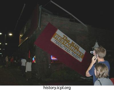 http://history.icpl.org/import/tornado_2006_bur_mt_0020.jpg