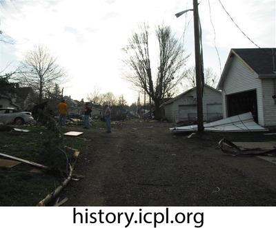 http://history.icpl.org/import/tornado_2006_roch_em_0006.jpg
