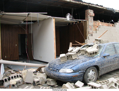 http://history.icpl.org/import/tornado_2006_clin_wb_0005.jpg