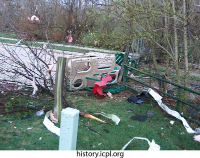 http://history.icpl.org/import/tornado_2006_wood_kl_0013.jpg