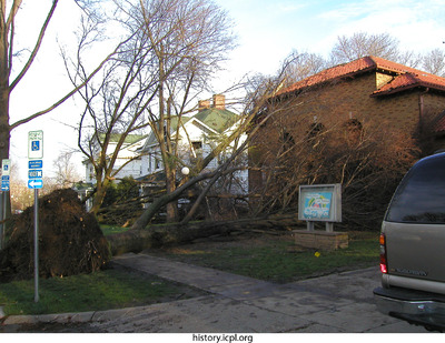 http://history.icpl.org/import/tornado_2006_col_bw_0010.jpg