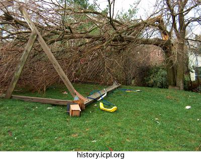 http://history.icpl.org/import/tornado_2006_wood_kl_0007.jpg