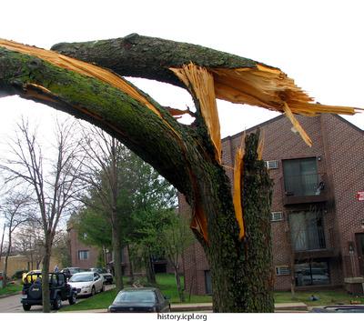 http://history.icpl.org/import/tornado_2006_court_wb_0014.jpg
