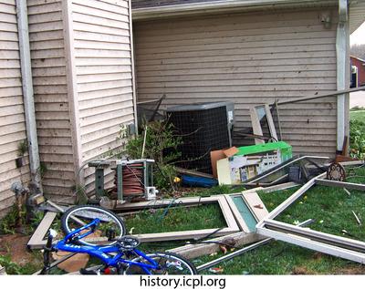 http://history.icpl.org/import/tornado_2006_wood_kl_0019.jpg