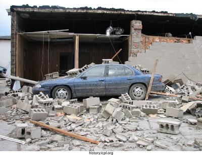 http://history.icpl.org/import/tornado_2006_clin_wb_0004.jpg