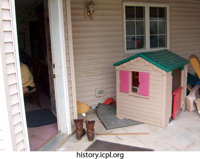 http://history.icpl.org/import/tornado_2006_wood_kl_0029.jpg