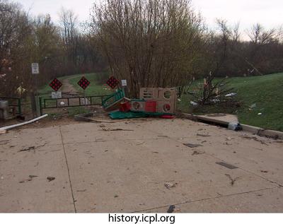 http://history.icpl.org/import/tornado_2006_7th_sc_0011.jpg