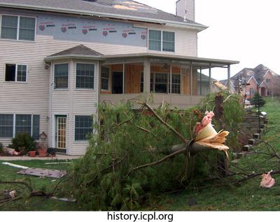 http://history.icpl.org/import/tornado_2006_wood_kl_0010.jpg